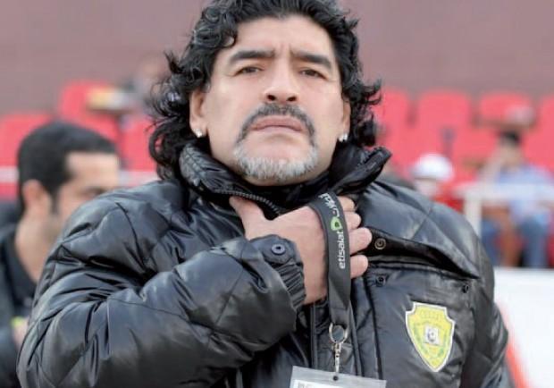 """Un tweet di Maradona: """"Non mi stanco di ripeterlo: gli stupidi sono ovunque!"""""""