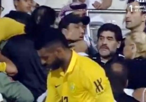 Diego, rissa in tribuna per gli insulti alla fidanzata