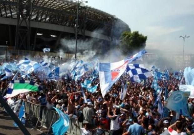 Rabbia e ironia dei tifosi: «Al San Paolo con le mascherine»
