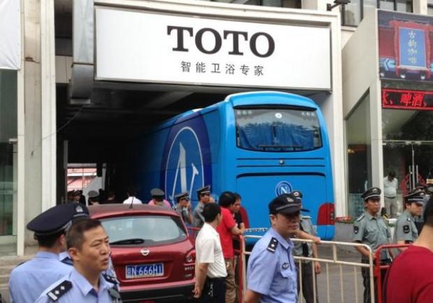 [FOTO] Il Napoli arriva al campo d'allenamento a Pechino