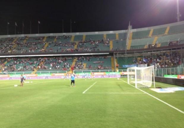 [FOTO] – Napoli in campo per il riscaldamento. Circa 500 i tifosi giunti a Palermo