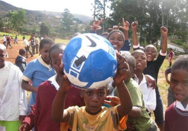 """Reach Italia al mondo del pallone: """"Aiutate l'Africa"""""""