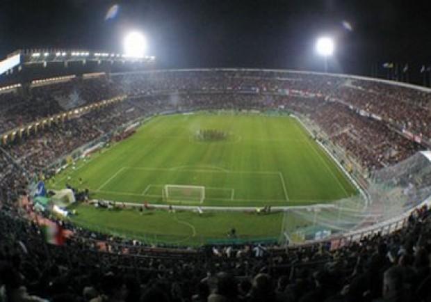 Palermo-Lazio, al 59′ Gervasoni interrompe il match per lancio di petardi