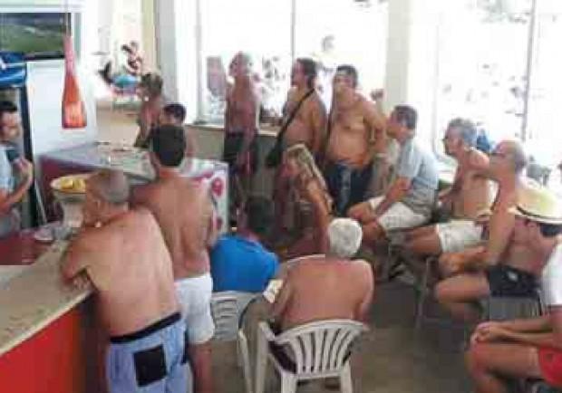 A Ischia sfottò bianconeri e tifosi azzurri in «silenzio stampa»