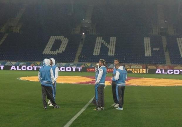FOTO – Napoli sul terreno di gioco. Gli azzurri bevono… qualcosa di caldo