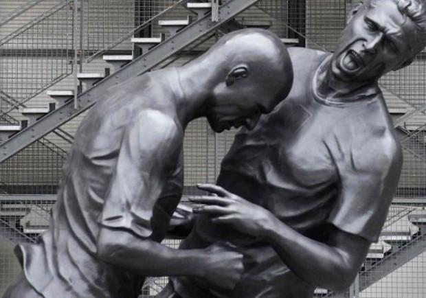 """""""La testata di Zidane"""", appello a Parigi: «Via quella statua»"""