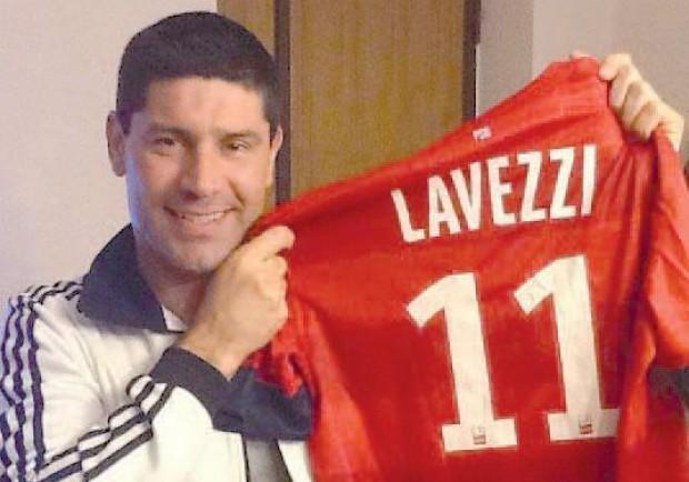 """Lavezzi regala la maglia del Psg al figlio del """"Pampa"""" Sosa"""