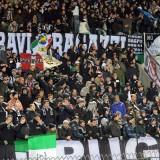 """FOTO – Juventus, striscione dei tifosi alla ripresa degli allenamenti a Vinovo: """"Vinciamolo!"""""""