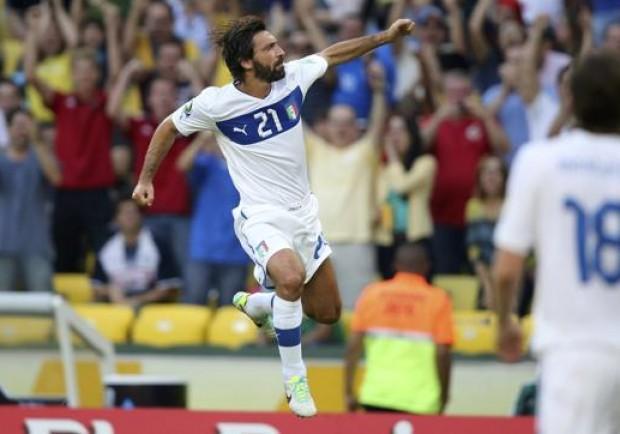 """FOTO – Pirlo si ritira dal calcio giocato, l'omaggio del Napoli: """"Avversario, ma sopratutto un campione. Chapeau"""""""