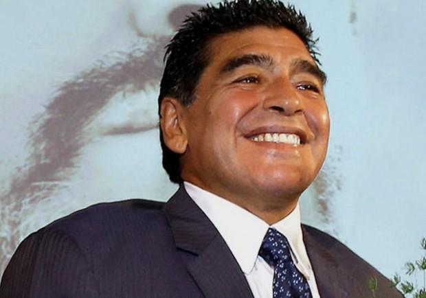 """RILEGGI IL LIVE – Maradona: """"Vorrei allenare il Napoli. Domani vedrò la partita ma…"""""""