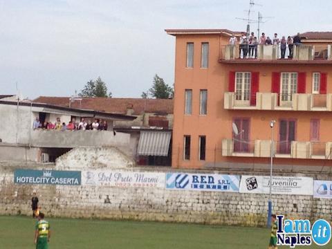 marcianise gente sui balconi copia