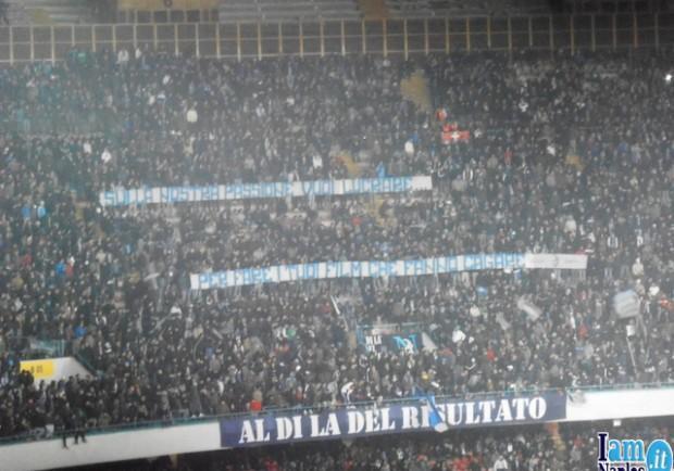 Il San Paolo canta 'Caruso' in risposta agli insulti razzisti del Dall'Ara di Bologna