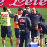 VIDEO – Allenamento azzurro: i giocatori ascoltano attentamente le parole di mister Rafa Benitez