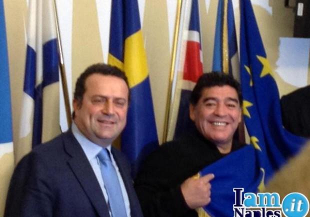 """Diego Armando Maradona: """"Napoli, avanti così. A maggio tornerò per la finale"""""""
