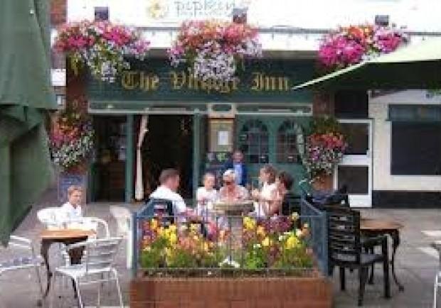 L'altra faccia di Swansea: tifosi respinti in alcuni pub