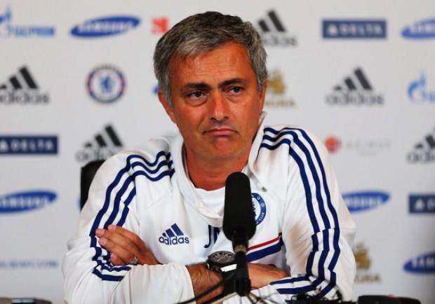 """Chelsea, Mourinho scherza su Pogba: """"Piace a tutti ma non si può avere la Tour Eiffel…"""""""