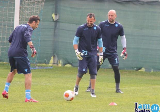 VIDEO – Napoli-Porto, i portieri lavorano sul possesso palla. Benitez e Xavi Valero chiedono qualità