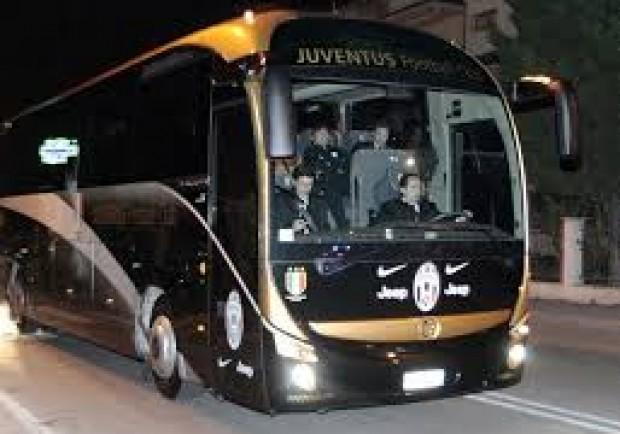 """Assalto al bus dei tifosi della Juve, la Polstrada precisa: """"Nessuna spranga e nessuna sassaiola. Ecco come sono andate le cose"""""""