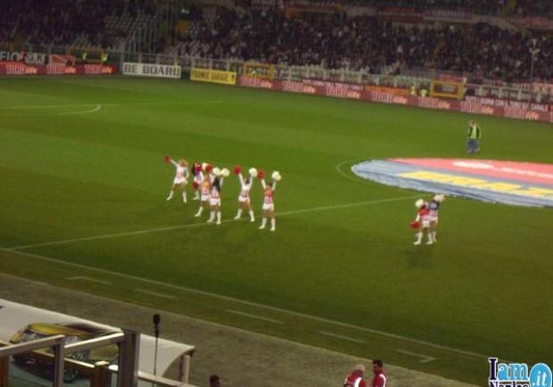 FOTO – Cheerleaders anche a Torino, il Napoli trova in trasferta un rito del San Paolo