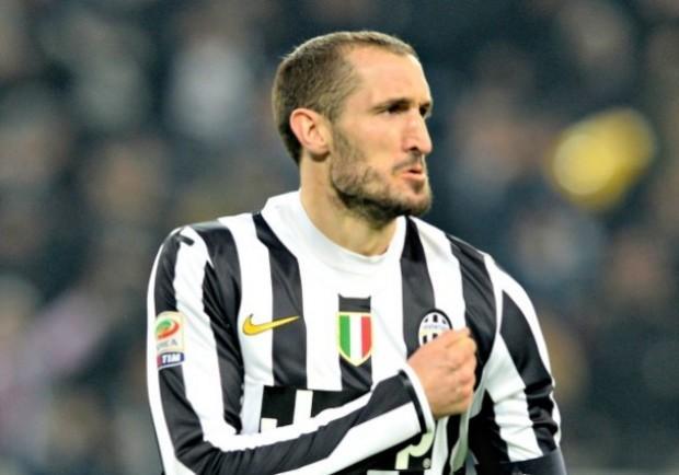 Italia, tegola Chiellini: infortunio per il difensore della Juve, lascia il ritiro