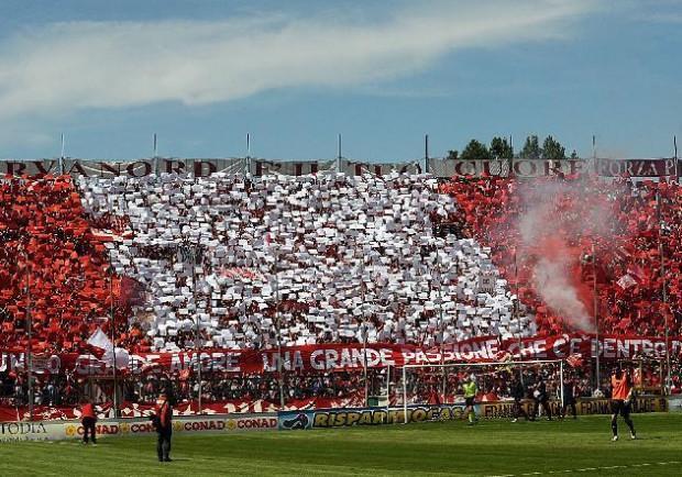 Derby Perugia-Ternana finisce 1-1: Assist di Dezi, caos negli ultimi minuti per il malore di un tifoso