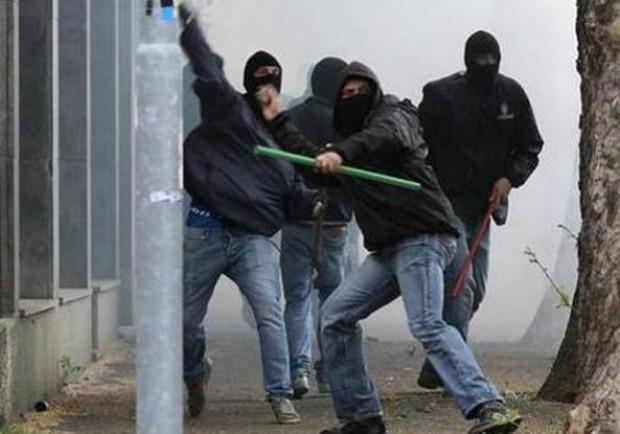 Il Mattino – Follia ultras, a Verona devastato un bar: poi assalto allo stadio senza biglietto