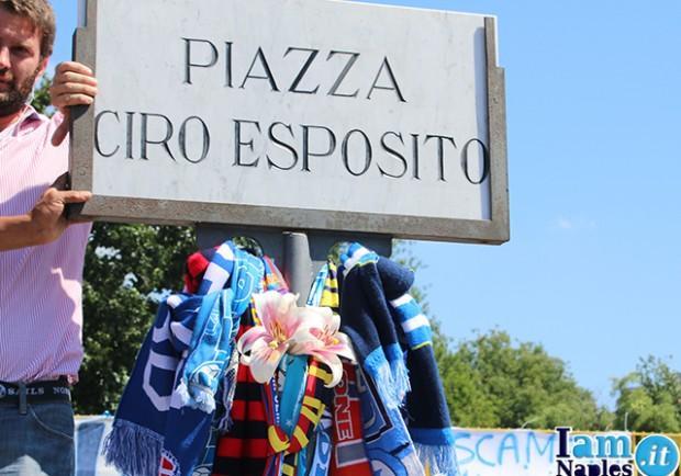 FOTO – Ciro Vive. Il ricordo dei tifosi azzurri sul lungomare di Napoli