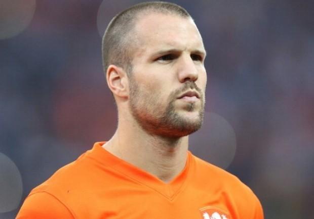Napoli, il Southampton vuole il gigante difensivo Ron Vlaar
