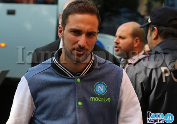 """Higuain, la posizione del Napoli: """"Via solo pagando la clausola da 94 milioni"""""""