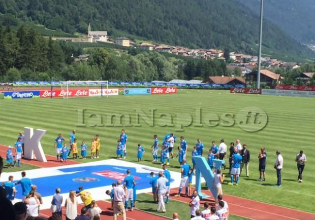 """RILEGGI IL LIVE – Presentata la maglia, De Laurentiis: """"Vinceremo, il mister è qui per vincere. Sul tricolore vi dico che…"""""""
