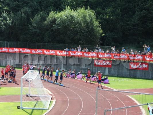 tifosi assistono allenamento napoli