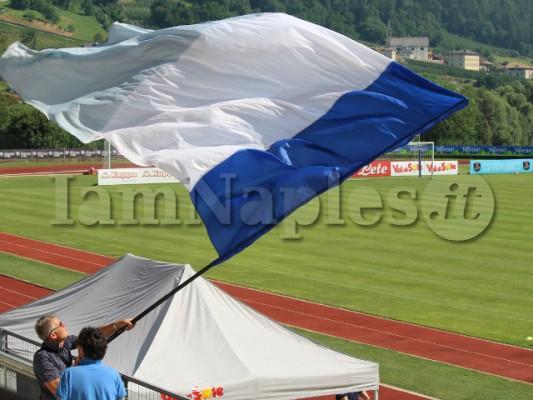 tifoso napoli bandiera dimaro