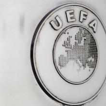 """Uefa, piano anti-oscuramento: tassa sul """"lusso"""" e tetti alle rose"""