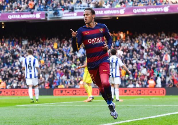Barcellona, Neymar contro denuncia il club per il mancato pagamento di alcuni bonus