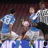 """LA VIGNETTA – Juventus-Napoli, la vigilia di un """"popolo sospeso"""" tra fede e scaramanzia"""