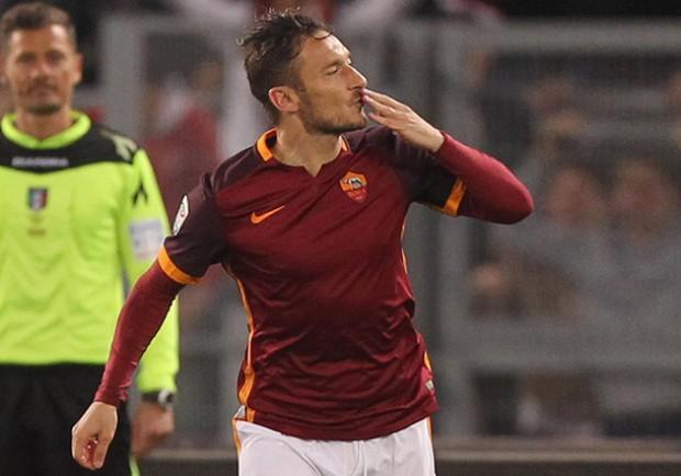 """La Gazzetta dello Sport, Cecchini: """"Roma, due regali per l'estate: Totti e Caceres"""""""