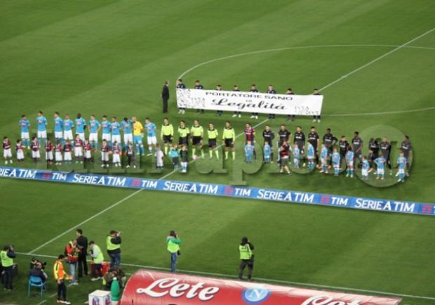 RILEGGI LIVE – Napoli-Bologna 6-0: (9′,34′ rig. Gabbiadini, 58′,79′,87′ Mertens, 89′ D.Lopez)