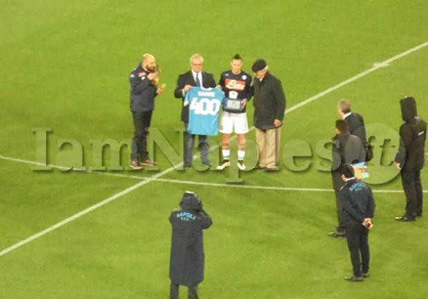 VIDEO IAMNAPLES.IT – Vinicio e Bruscolotti premiano Hamsik per le 400 presenze in maglia azzurra