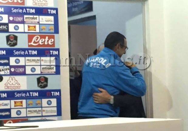 """FOTO – Reja show in conferenza stampa: dall'abbraccio con Sarri al """"Te l'avevo detto…"""""""