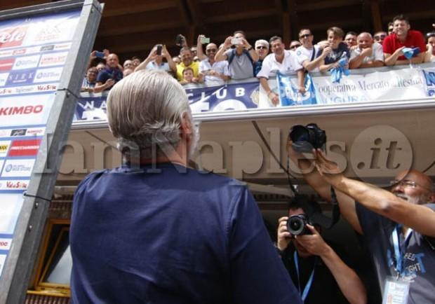 Gazzetta – Tifosi contro De Laurentiis, stasera sarà distribuito un volantino di contestazione in Curva B