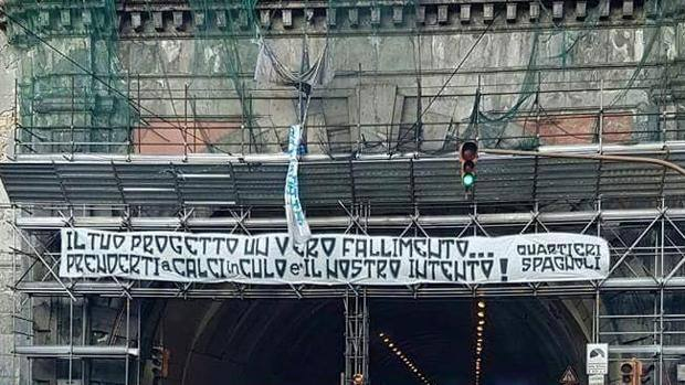 Striscioni Tifosi Napoli contro De Laurentiis