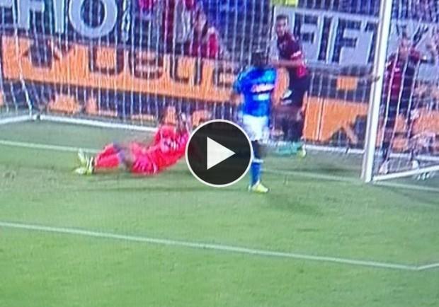 VIDEO – Genoa-Napoli, Reina salva il Napoli nel finale: autentico miracolo dello spagnolo su Simeone!