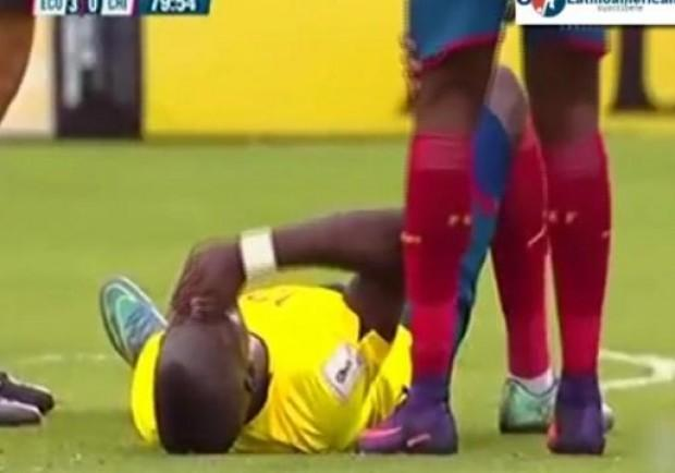VIDEO – Clamoroso in Ecuador-Cile, Enner Valencia scappa dalla polizia