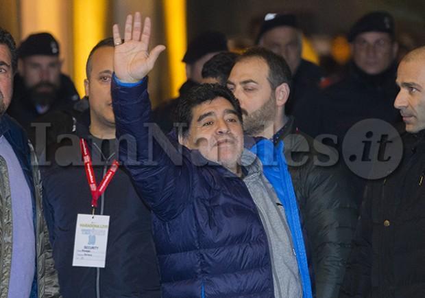 """FOTO – Maradona: """"Dispiace per l'Italia fuori dal mondiale, gli azzurri hanno sempre dato colore alle coppe del mondo"""""""