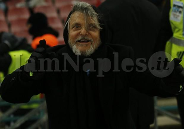 """FOTO – Ferrero bacia Giampaolo in sala stampa: """"Scambio con Sarri? Mica è mia moglie!"""""""