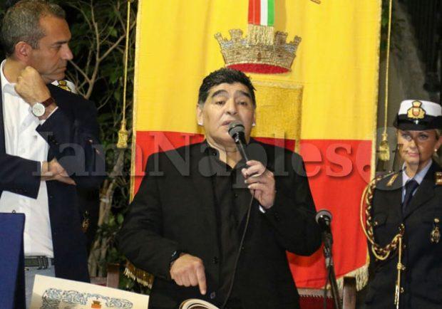 """Maradona, la vicinanza ai terremotati di Ischia: """"Forza!"""""""