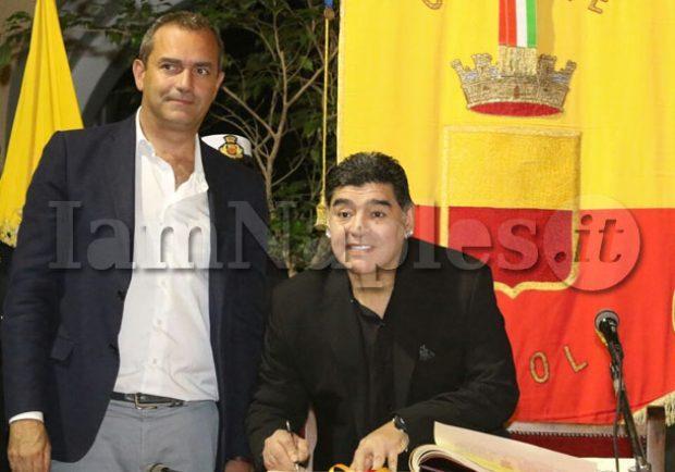"""VIDEO – Maradona: """"Auguri di Buon Natale a tutti"""""""