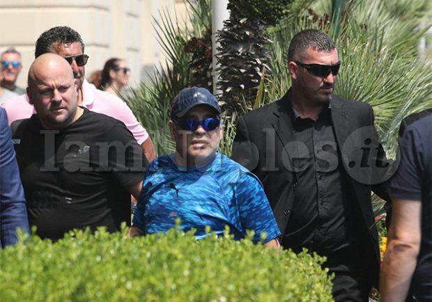 """FOTO – Maradona: """"Ringrazio la Swiss Medical e la clinica Ulivi per l'ottima attenzione"""""""