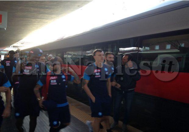 PHOTOGALLERY – Azzurri in partenza per Roma dalla stazione di Napoli: gli scatti di IamNaples.it