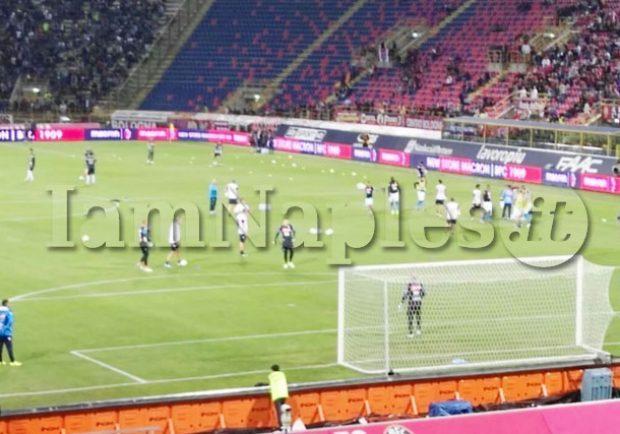 VIDEO – Bologna-Napoli, i calciatori azzurri regalano le maglie ai tifosi